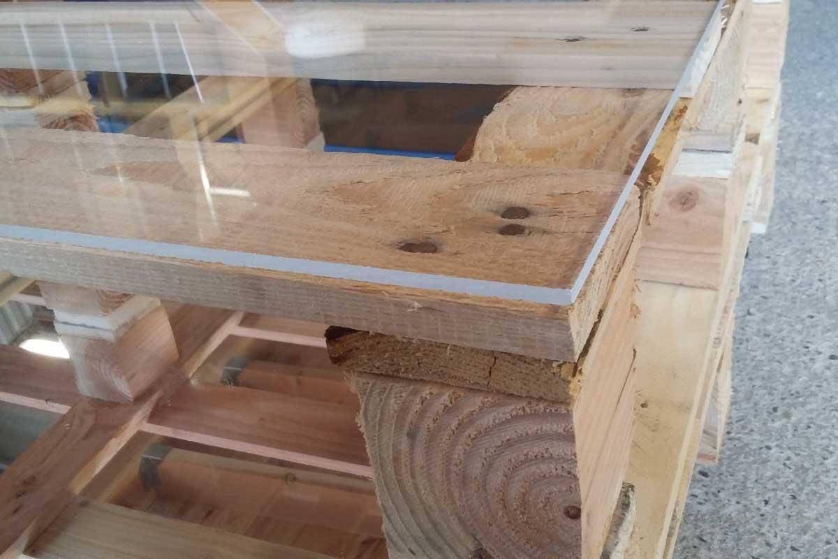 Vitre plexiglas pour table basse en palette